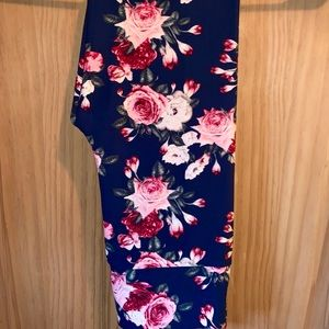 NWT OS LLR Pink Roses Printed Navy Leggings